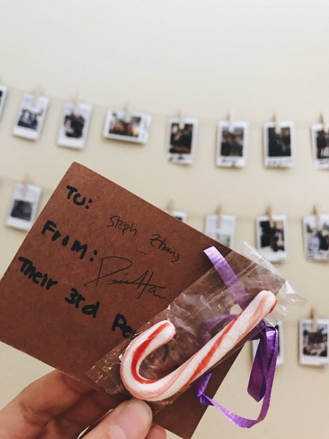 Students+received+candy+canes+attached+to+a+small+note+from+their+friends+throughout+the+fundraiser.