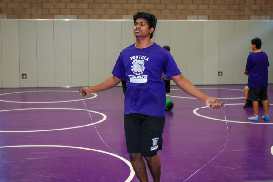 Sophomore+Manimaran+Muchikkal+trains+with+his+teammates+during+practice.+