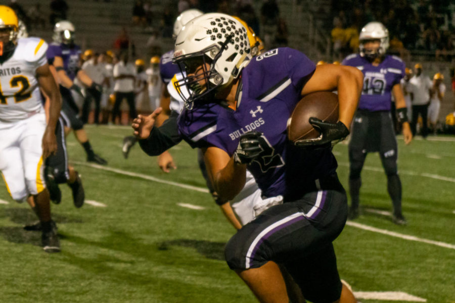 Running+back+and+junior+Trevor+Yue+receives+a+split+pass+by+senior+quarterback+and+co-captain+Brandon+Yue+on+the+right+wing+to+bypass+Cerritos+blockers.+The+Bulldogs+are+using+a+strategy%2C+playing+through+the+thirds%2C+they+practiced+beforehand.