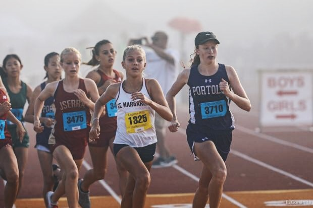Jadyn+Zdanavage+%28right%29+takes+the+lead+at+the+Laguna+Hills+Invitational+on+Sept.+14.+As+a+freshman%2C+she+holds+the+spot+of+fastest+female+runner+in+the+Pacific+Coast+League+and+is+ranked+ninth+for+her+grade+in+the+entire+state+of+California.