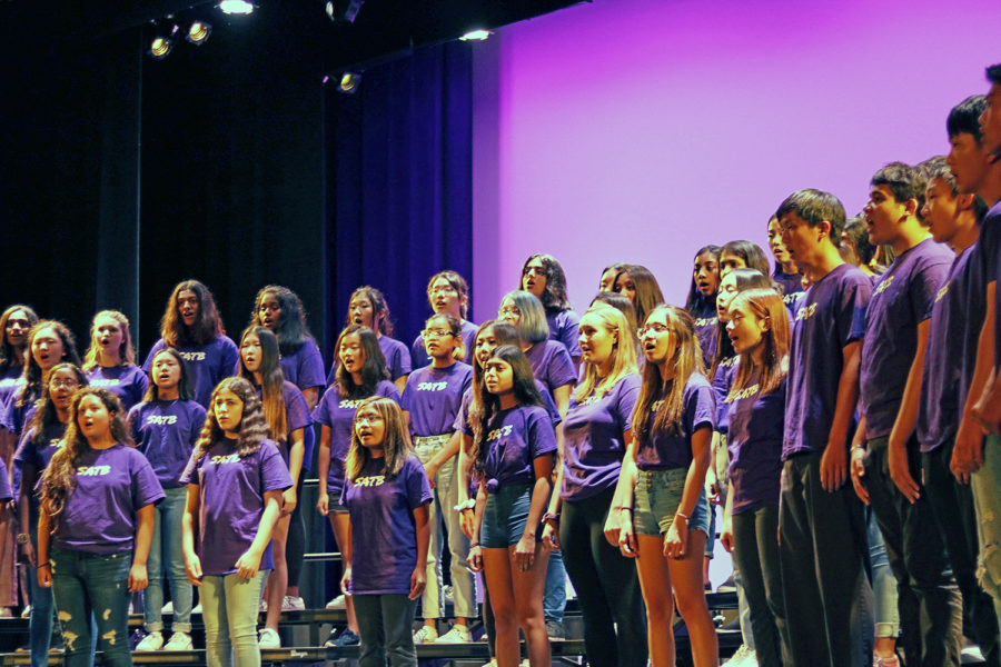 Portola+Singers+and+Canta+Bella+perform+%E2%80%9CThe+Prayer+of+the+Children%E2%80%9D+by+Kurt+Bestor.+This+coming+April%2C+all+choir+groups+are+invited+to+attend+the+spring+break+tour+in+Chicago%2C+Illinois%2C+where+they+will+receive+specialized+coaching+from+expert+conductors.