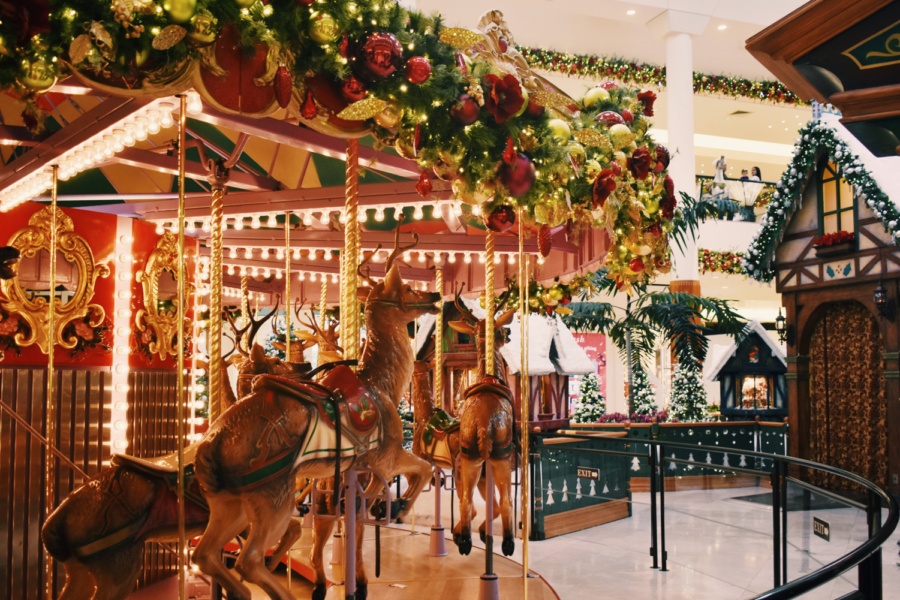 Early+November%2C+festive+decorations+roll+out+to+welcome+the+soon-to-come+winter+holidays.+Whether+it+be+on+a+mall-wide+scale+or+in+individual+shops%2C+colored+lights+and+ornaments+are+seen+in+abundance.