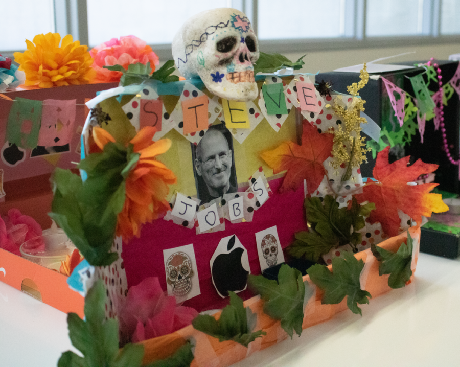 Many+students+created+altars+dedicated+to+personal+role-models%2C+like+Steve+Jobs.+Every+project+includes+features+that+can+be+found+in+traditional+Mexican+ofrendas%3A+paper+decorations%2C+called+papel+picados%2C+represent+the+element+of+air%2C+while+bright+flowers+and+leaves+represent+earth.