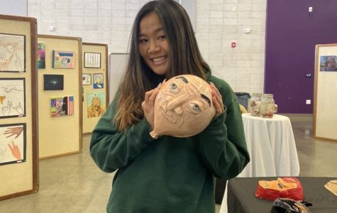 Ceramics Course Provides Students with Therapeutic Break