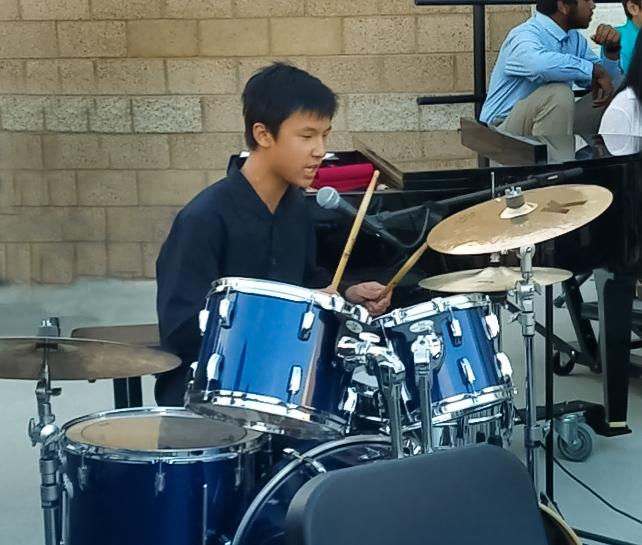 Derrick Peng performs