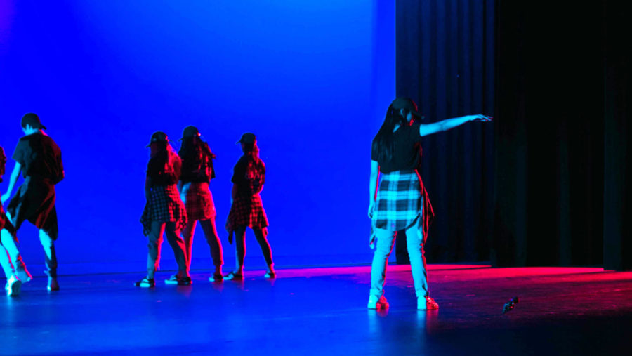 A+small+group+of+dancers+consisting+of+sophomores+Miranda+Wang%2C+Julia+Kim%2C+Frances+Ning+and+Paris+Zhuang+and+freshmen+Eric+Hao+and+Kate+Dang+and+complete+their+routine+inspired+by+the+official+music+video+for+the+hit+K-pop+song+%E2%80%9CMic+Drop%E2%80%9D+by+BTS.+As+the+theater+fades+to+black%2C+Dang+ends+the+performance+by+dropping+a+microphone%2C+imitating+the+iconic+final+move+that+gives+the+song+its+title.+