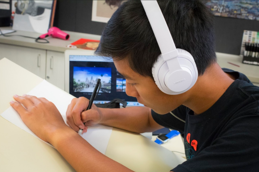 Working hard during his art studio class, Nathan Lo works to draw his difficult scenery photos.
