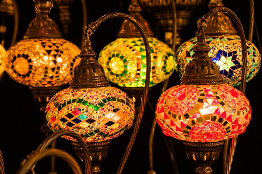 Many+families+decorate+their+homes+for+the+month+of+Ramadan.+The+most+popular+decorations+are+lanterns%2C+string+lights%2C+crescents+and+countdowns.