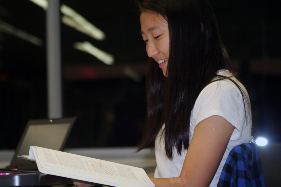 Sophomore and pre-trial attorney Joanna Fan looks over Mock Trial case law in order to compose her first amendment argument for the 2018-2019 case on criminal threatening and swatting.