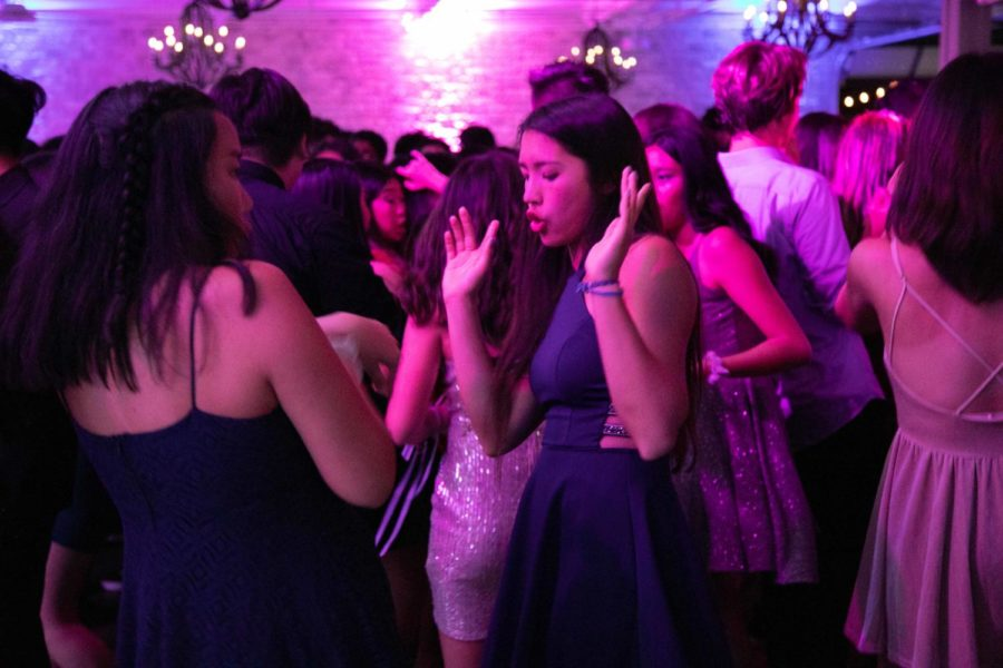 Sophomore+Natalie+Ng+dances+to+hip+hop+music+at+the+Fete.+Over+500+students+attended+the+dance%2C+making+it+the+most+attended+dance+in+school+history.+