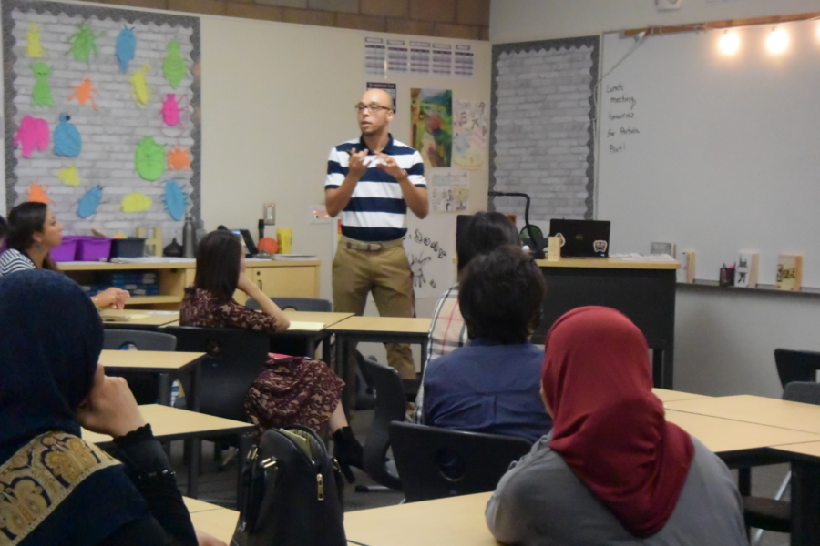 Literary+and+language+arts+teacher+Desmond+Hamilton+explains+the+junior+year+six-point+mastery+learning+rubric+to+parents+during+his+Back+to+School+Night+presentation.