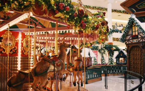Early November, festive decorations roll out to welcome the soon-to-come winter holidays. Whether it be on a mall-wide scale or in individual shops, colored lights and ornaments are seen in abundance.