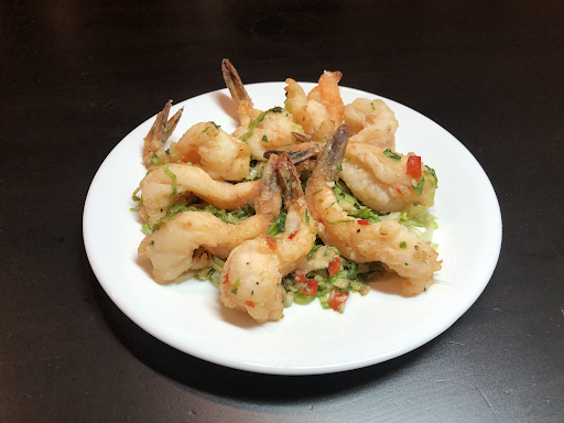 For+those+on+a+gluten-free+diet%2C+this+crispy+breaded+shrimp+from+China+Moon+Restaurant+is+an+excellent+choice.+With+a+light%2C+starchy+breading+over+a+flavorful+mini+salad%2C+this+shrimp+dish+is+popular+for+good+reason.+Although+China+Moon+Restaurant+does+not+offer+delivery+options%2C+it+is+well+worth+the+trip+for+takeout+considering+the+array+of+gluten-free+options+and+the+many+precautions+they+take+to+avoid+gluten+contamination.